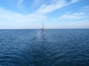 Barca a Vela nel Mare di Ostuni