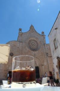 Caffè ghiaccio in piazzetta Cattedrale